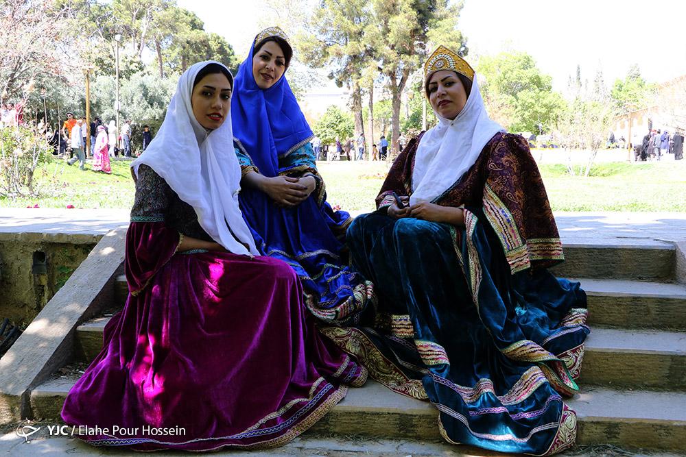 آلبوم عکس؛ مسافران نوروزی در باغ ارم شیراز