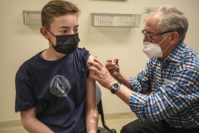 سازمان جهانی بهداشت: تا ۷۰ درصد مردم جهان واکسن نزنند کرونا تمام نمیشود