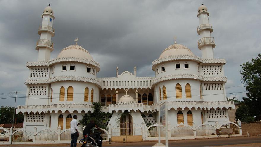 """دولت غنا به مساجد: اذان را به جای بلندگو از """"واتسآپ"""" پخش کنید"""