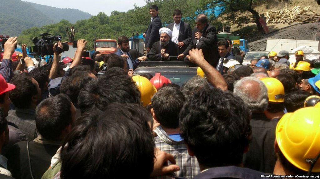 شعارهای اعتراضی معدنچیان در جریان حضور روحانی در معدن یورت