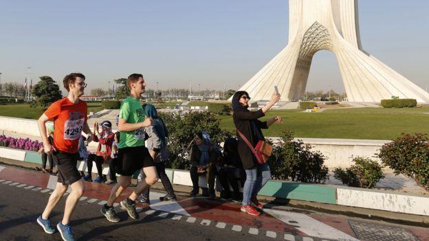 نخستین ماراتن بین المللی تهران برگزار شد