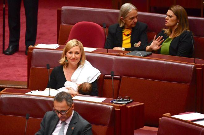 برای اولین بار یک عضو پارلمان استرالیا در جلسه به فرزندش شیر داد