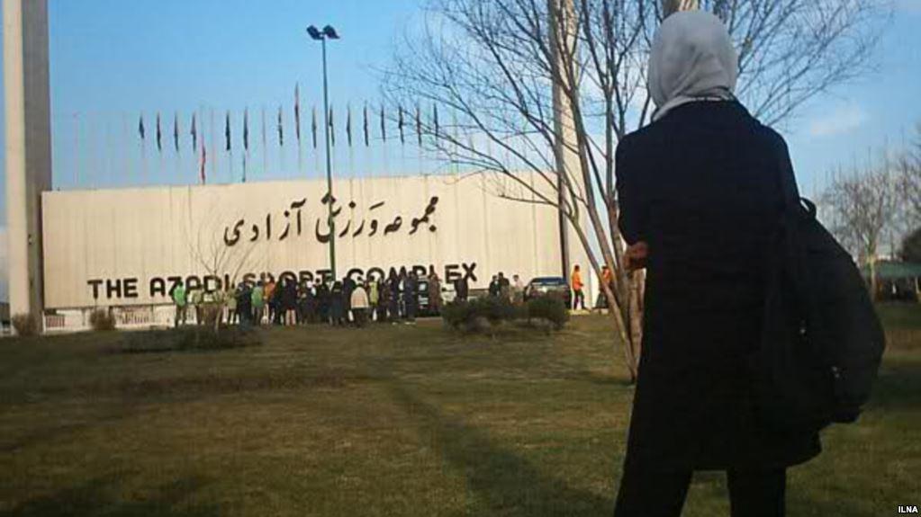 روایتی از زنان بازداشتی روبهروی استادیوم آزادی