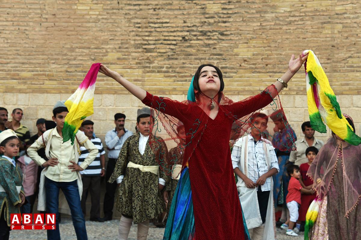 آلبوم عکس؛ آغاز جشنواره تئاتر خیابانی شهروند کودک در شیراز