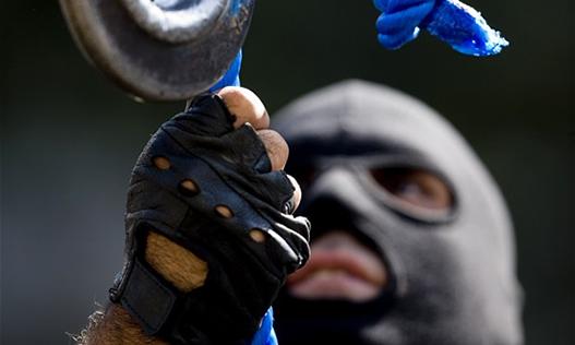تجمع شماری از خانوادههای محکومان اعدام جرائم مواد مخدر مقابل مجلس