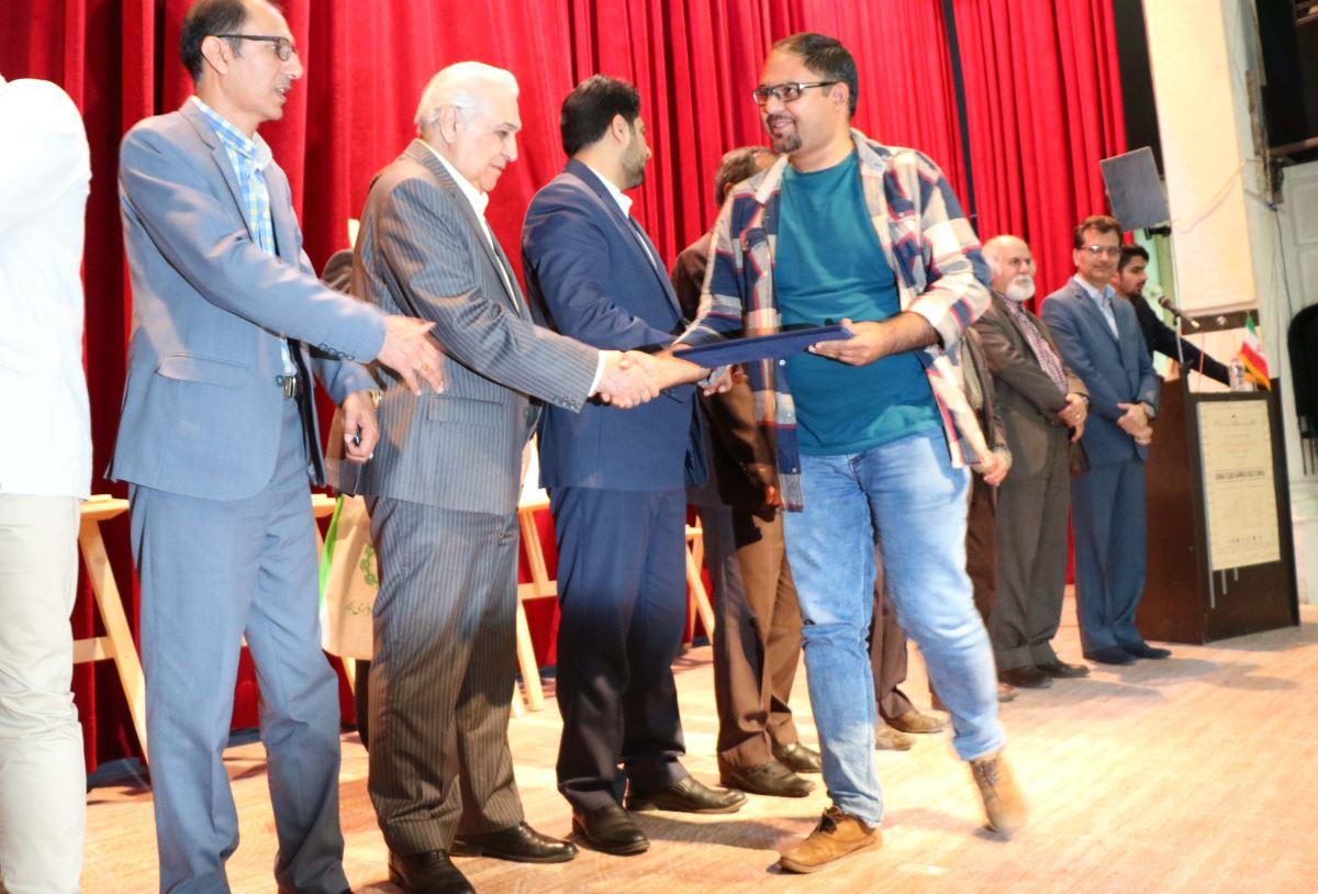 سردبیر آبان پرس در میان برگزیدگان جشنواره مطبوعات فارس