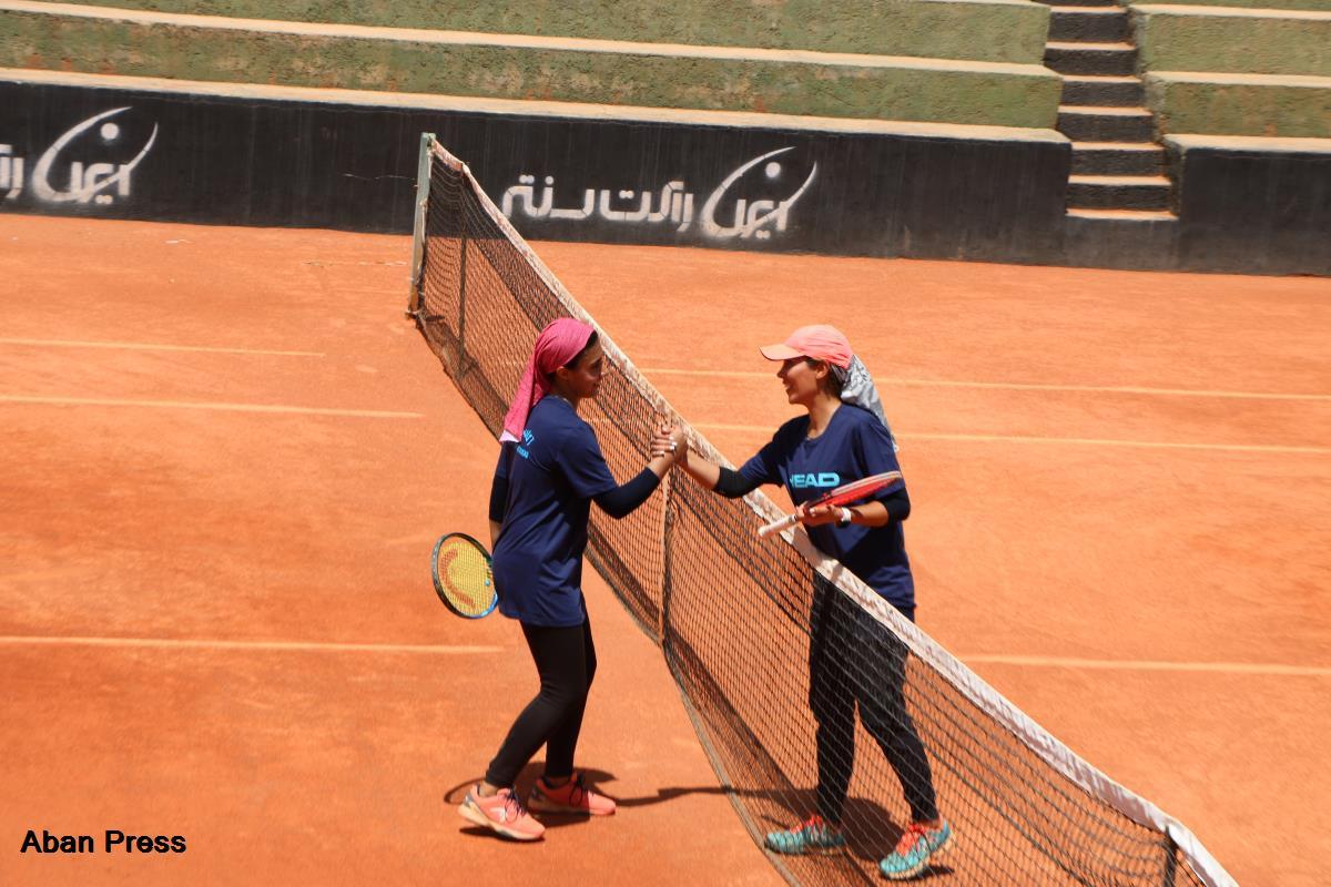 فینال مسابقات تنیس خاکی بانوان فارس برگزار شد