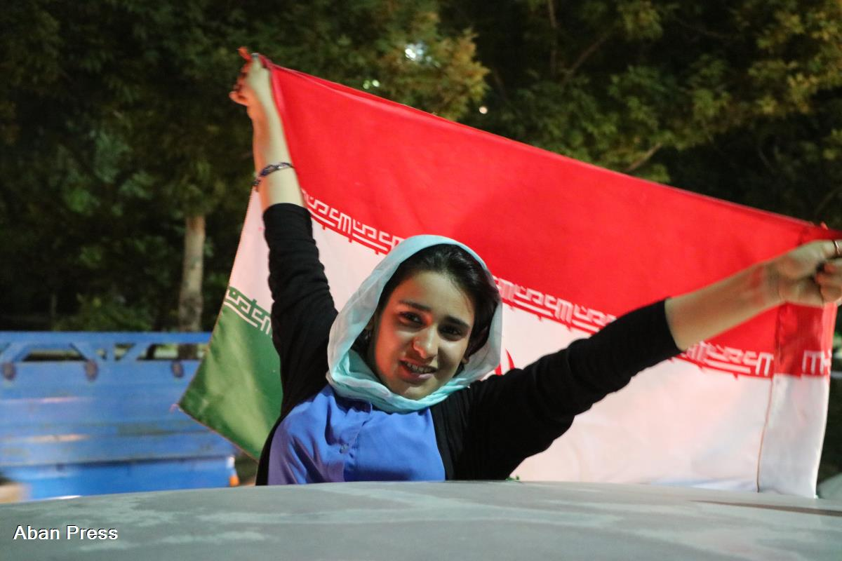 شادی مردم شیراز پس از تساوی ایران برابر پرتغال