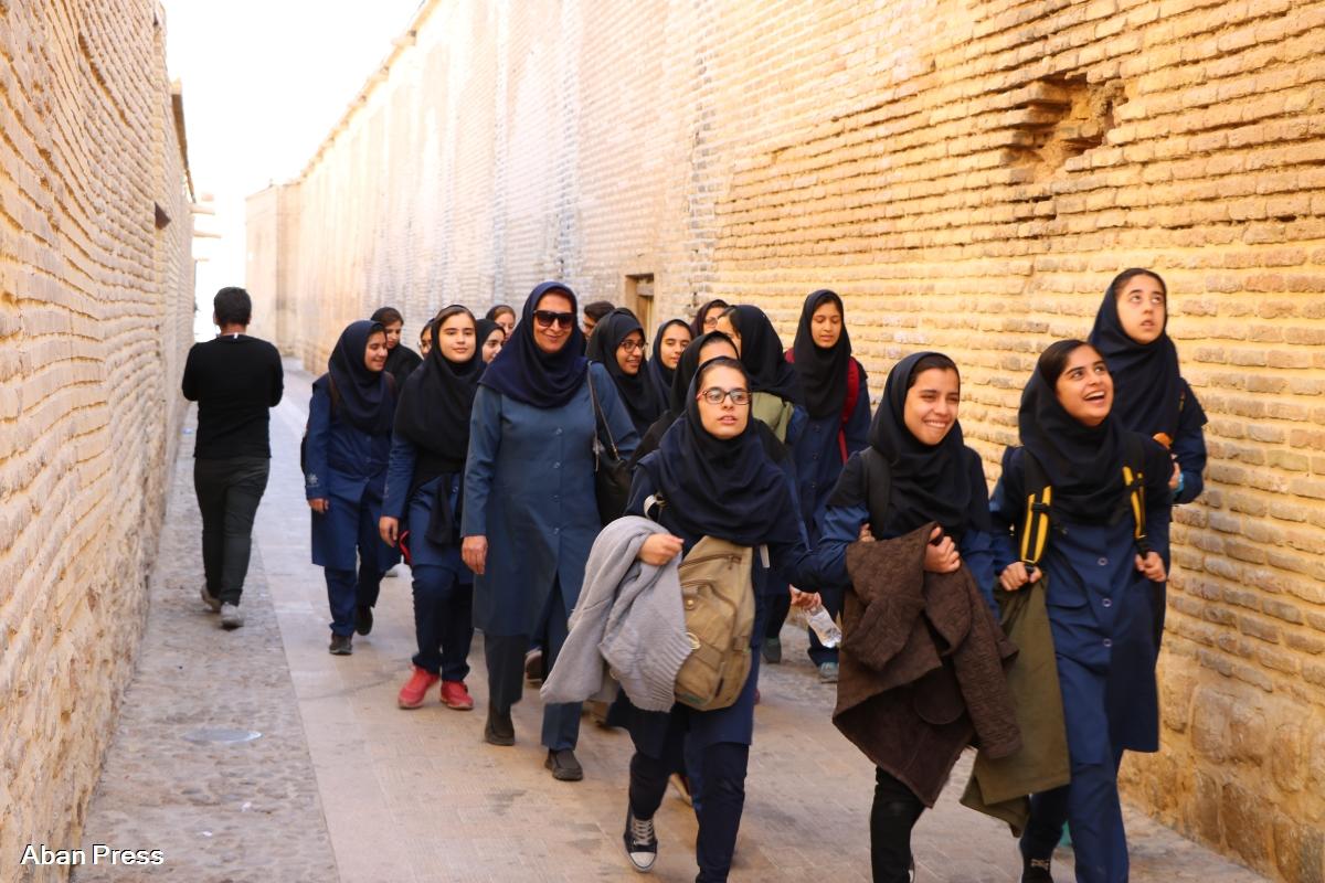 آلبوم عکس؛ قدم زنی دانش آموزان در مجموعه تاریخی زندیه شیراز