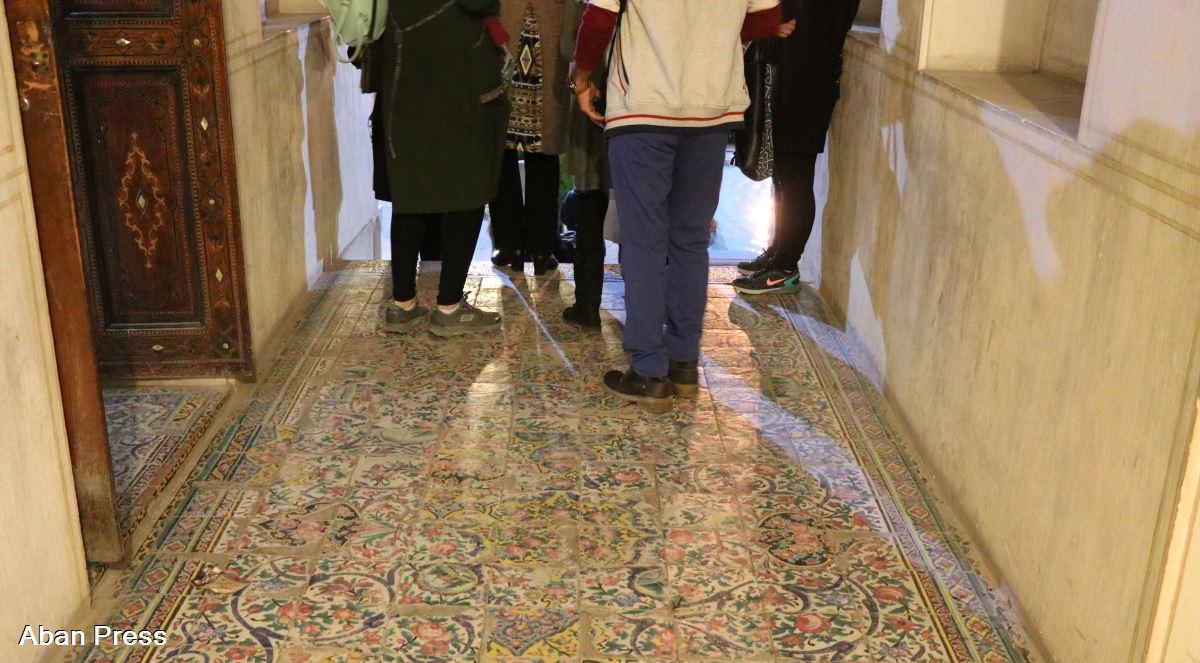 کاشیهای هفت رنگ خانه تاریخی زینت الملک شیراز زیر پای گردشگران