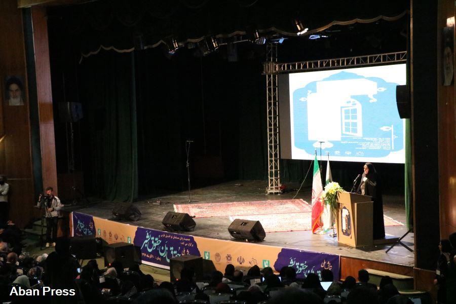 همایش حقوق زن، حقوق بشر در شیراز؛ «به مسایل زنان به عنوان موضوعی ثانویه نگریسته میشود»