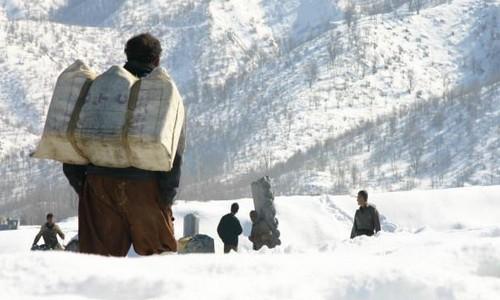 سرمای شدید باعث مرگ یک کولبر 18 ساله در سردشت شد