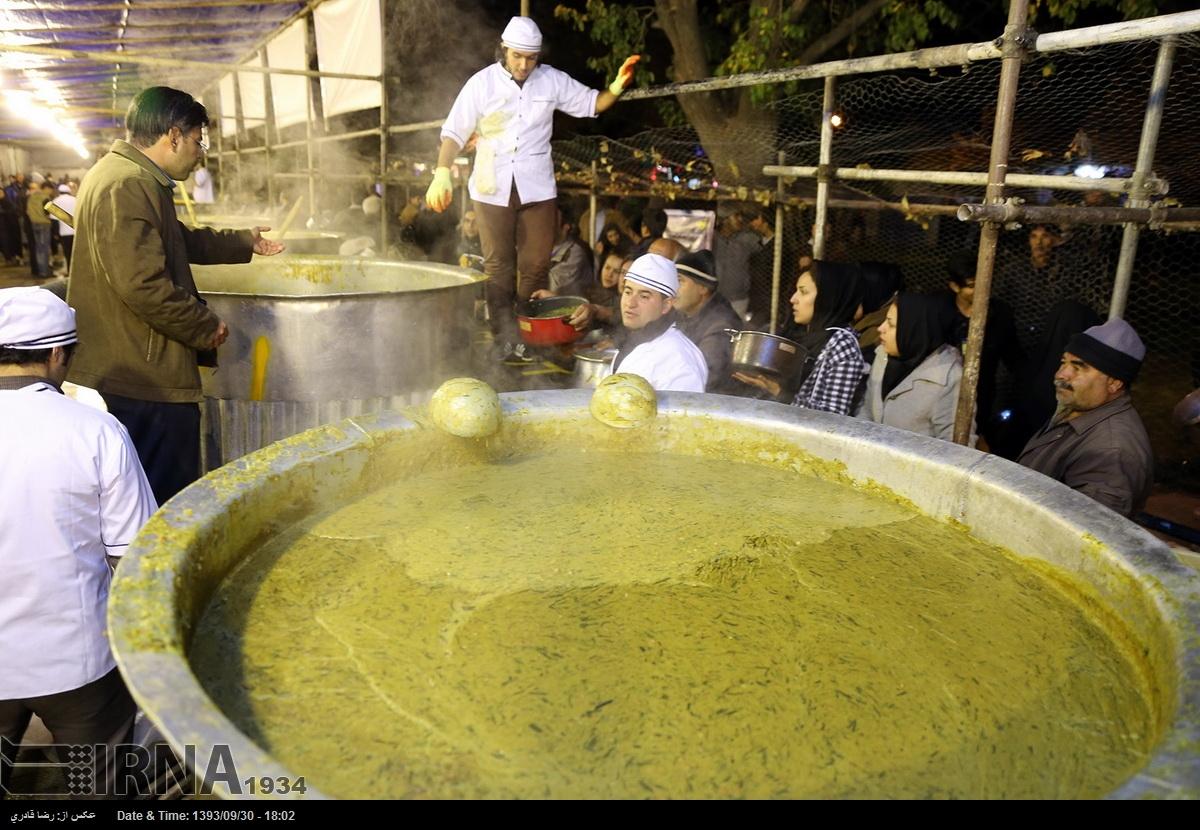 ۸۴ تُن آش نذری در شیراز پخش میشود