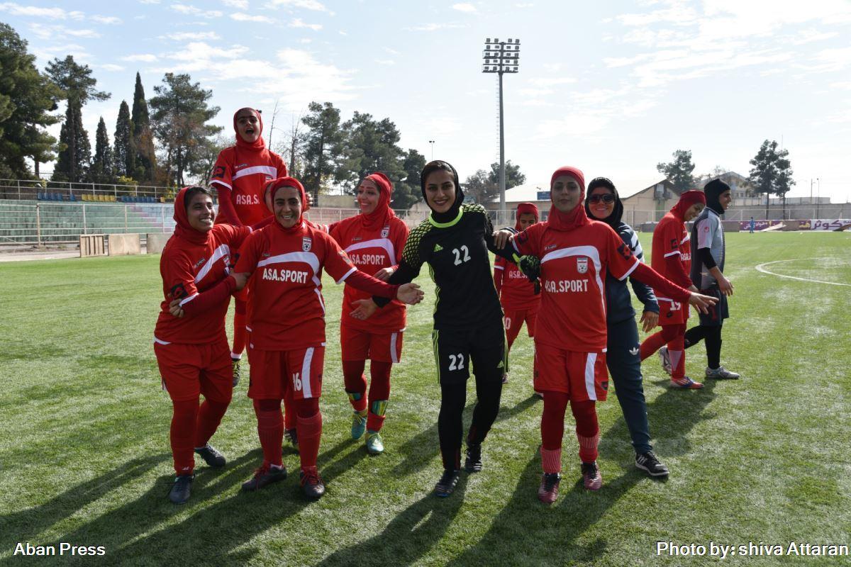 آلبوم عکس؛ دیدار تیم فوتبال بانوان شیراز و استقلال اهواز در چارچوب لیگ برتر