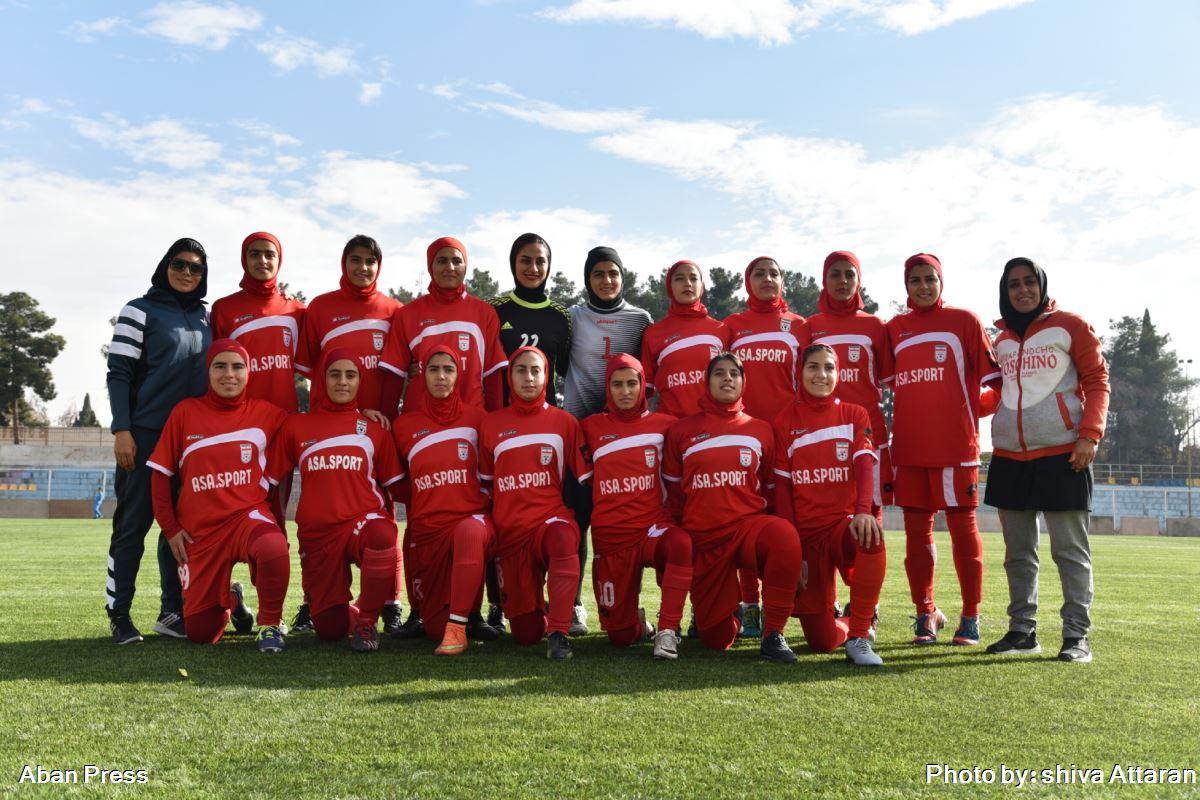 شورای شهر شیراز به تیم فوتبال بانوان فارس کمک مالی میکند