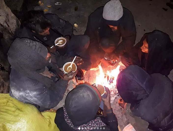 توزیع غذای گرم بین بیخانمانها در شیراز