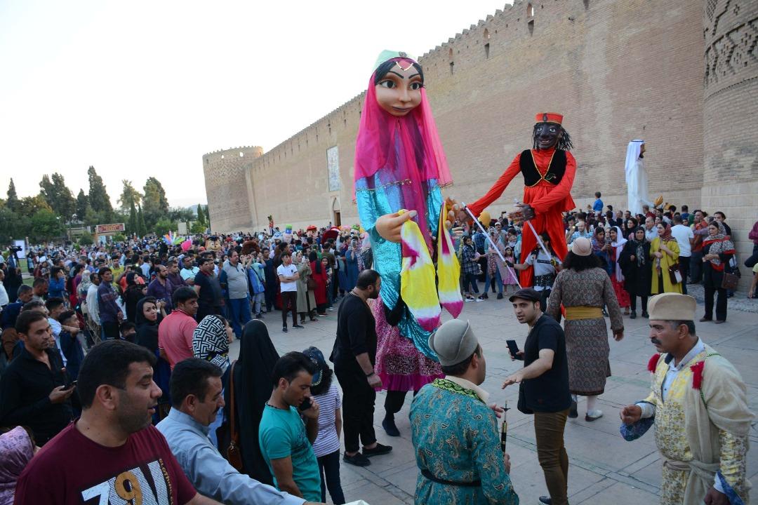 نخستین جشنواره تئاتر خیابانی شهروند کودک در شیراز آغاز به کار کرد