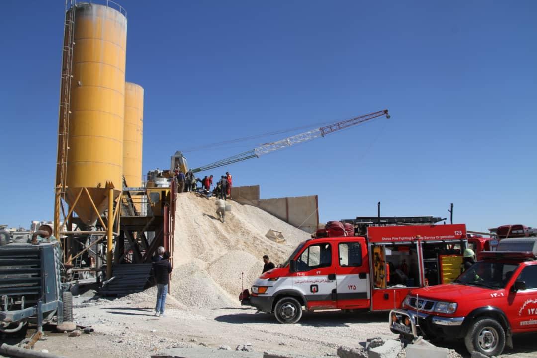 نجات کارگر از زیر خروارها ماسه در شیراز