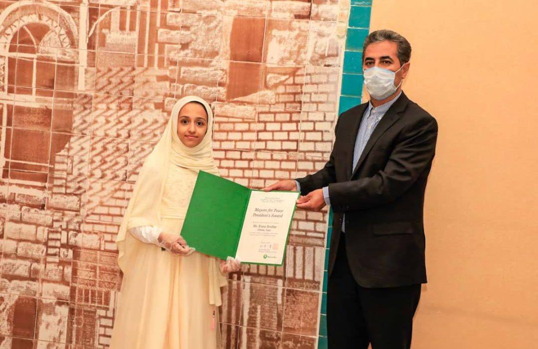 دیدار شهردار شیراز با برنده مسابقه بینالمللی نقاشی شهر دوستدار صلح