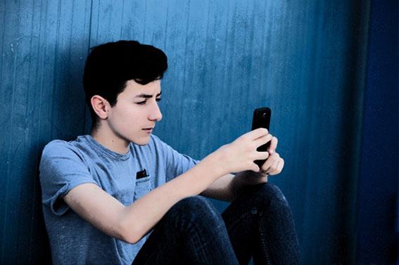استفاده ۹۰ درصد افراد بالای ۱۵ سال از تلفن همراه