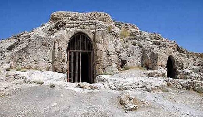 ابراز نگرانی از وضعیت آتشکده سنگی آذرخش داراب فارس