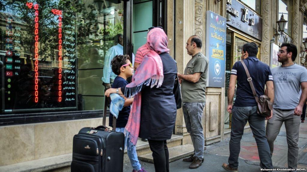 افزایش قیمت دلار، سکه و خودرو در ایران