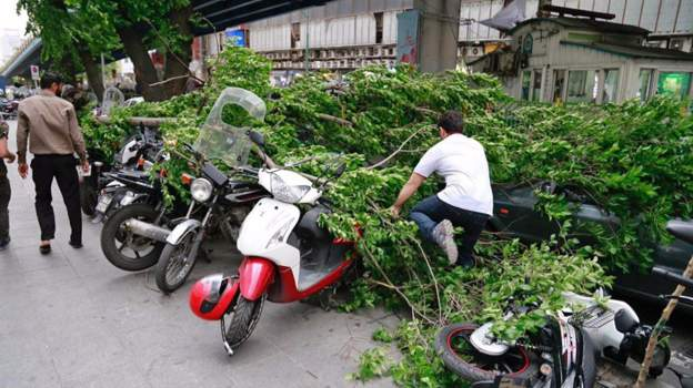 طوفان شدید در تهران: لغو چند پرواز و مجروح شدن چند نفر