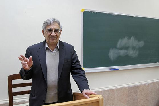 اخراج یک استاد برجسته حقوق اهل فارس از دانشگاه آزاد