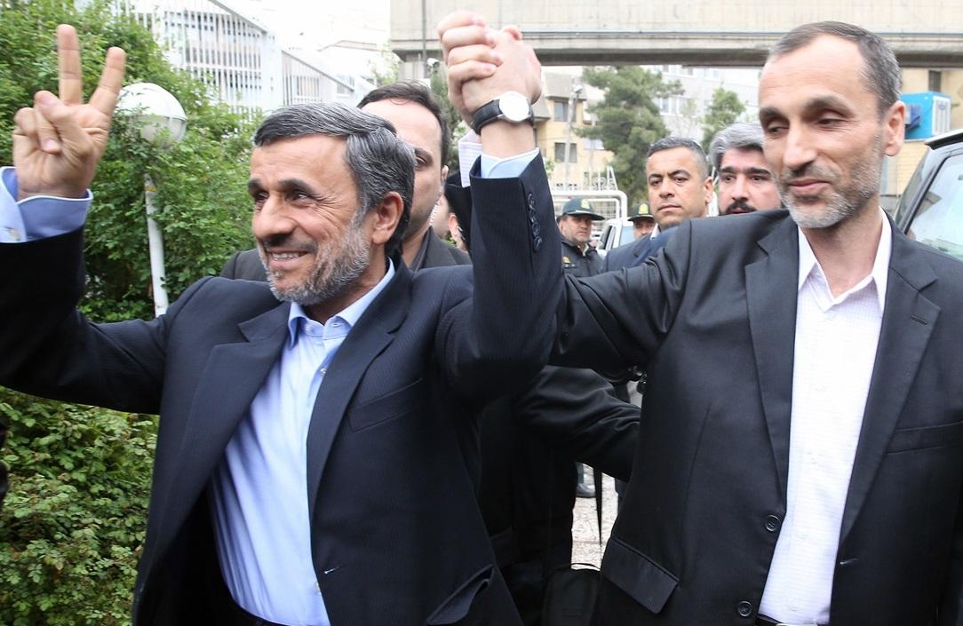 بقایی همراه احمدینژاد برای نامزدی در انتخابات ریاست جمهوری ثبت نام کرد