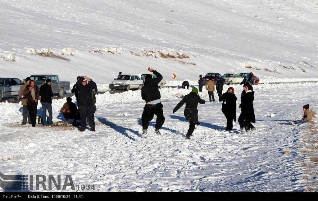 آلبوم عکس؛ برف و شادی در اقلید فارس