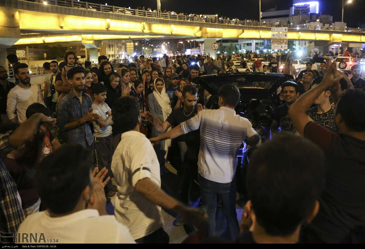 جشن خیابانی در شیراز پس از پیروزی تیم ملی ایران مقابل مراکش