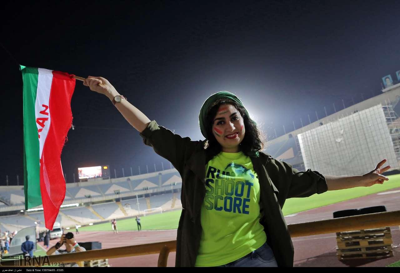 آلبوم عکس؛ تماشای بازی فوتبال ایران و پرتغال در ورزشگاه آزادی