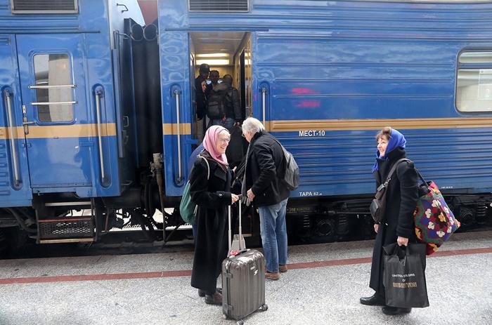 قطار گردشگری توریستهای آمریکایی، اروپایی و آسیایی به شیراز میآید