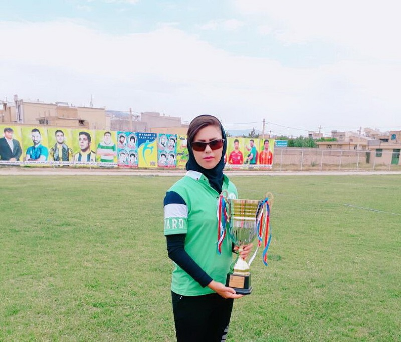 سرمربی تیم فوتبال نونهالان دختر نورآباد فارس مجبور شد سوئیچ ماشینش را در هتل گرو بگذارد