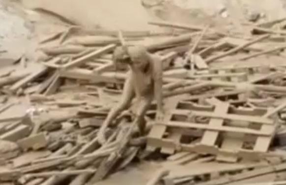 لحظه نجات یک زن از میانه سیلاب در پرو