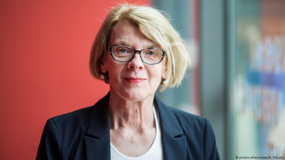 رئیس جدید انجمن قلم: آزادی بیان در خطر است