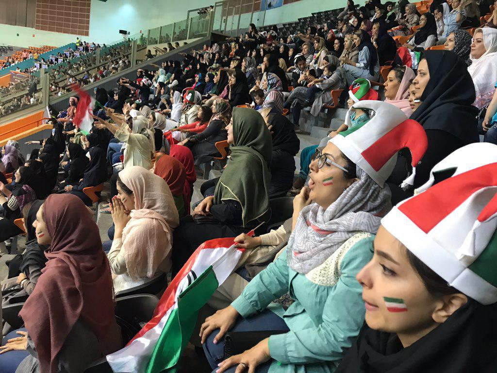 زنان ایرانی توانستند به تماشای بازی والیبال بلژیک- ایران بروند