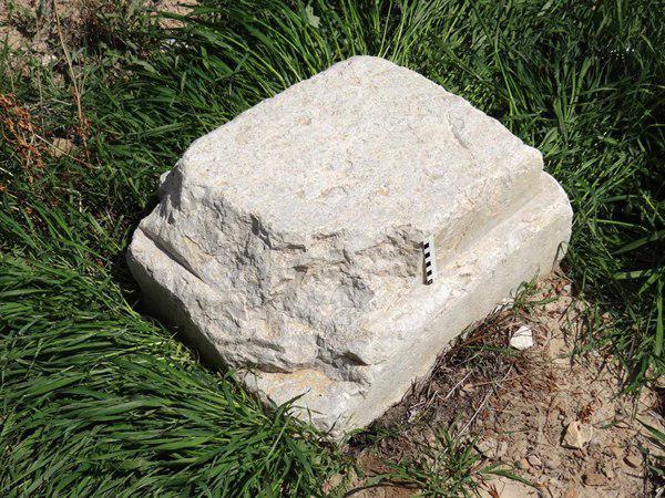 کشف تعدادی پایه ستون و قطعاتی از جاده سنگفرش در راه شاهی هخامنشی