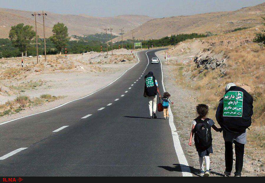 پیادهروی ۶۰ روزه خانواده ایرانی در اعتراض به لغو کنسرتها