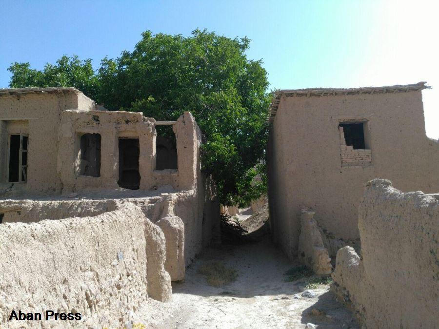بخشی از قلعه تاریخی روستای «امامزاده بزم» کتابخانه میشود