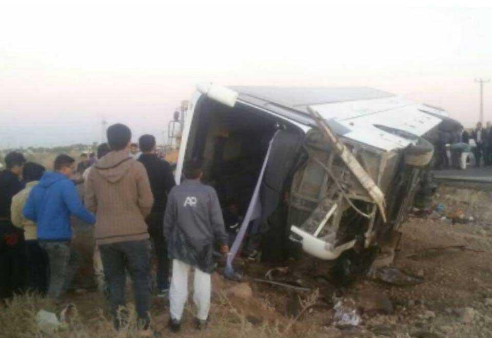 حال سه مصدوم واژگونی اتوبوس دانش آموزان «وخیم است»