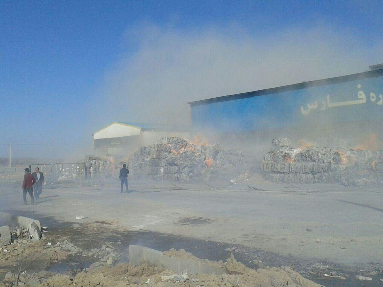 مصدومیت ۳۴ تن بر اثر آتش سوزی در کارخانه کاغذ صفاشهر فارس