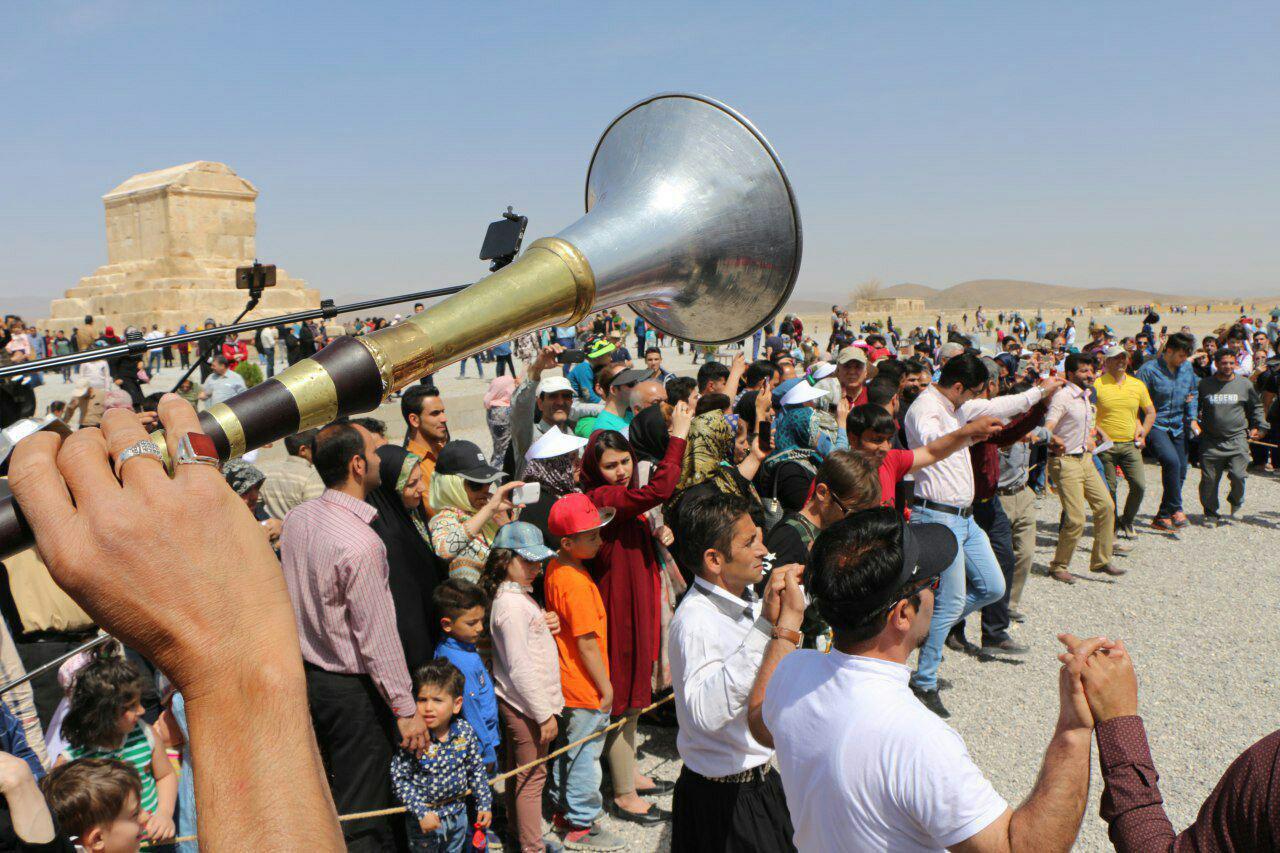 بازدید بیش از ۵ میلیون گردشگر داخلی و خارجی از اماکن تاریخی فارس در سال ۹۶