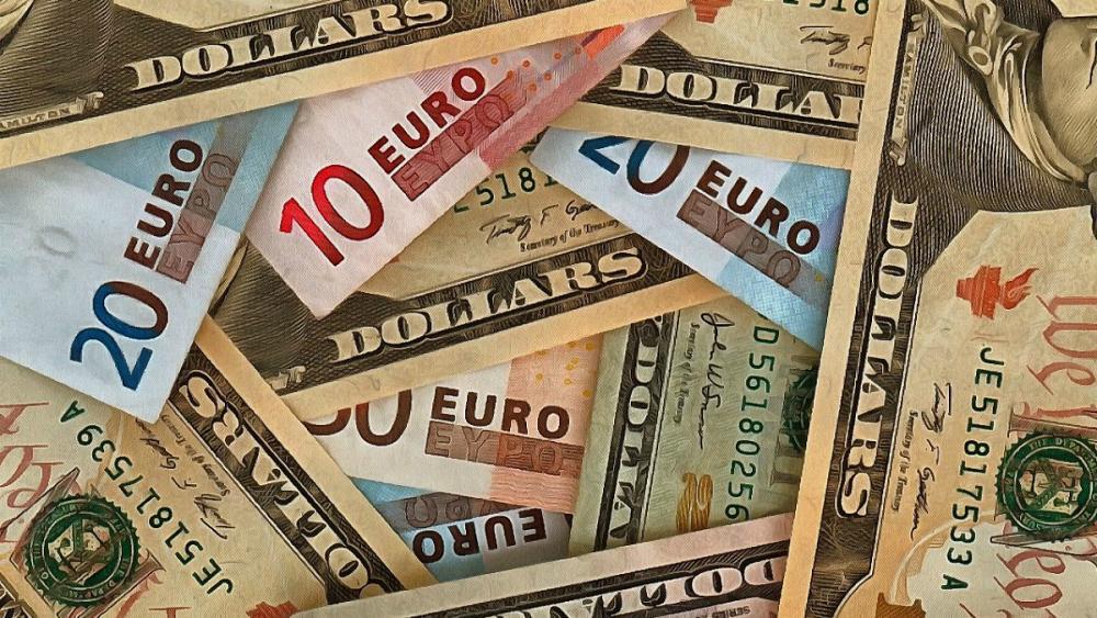ورود دولت ایران به بازار ارز؛ قیمت دلار ۴۲۰۰ تومان تعیین شد
