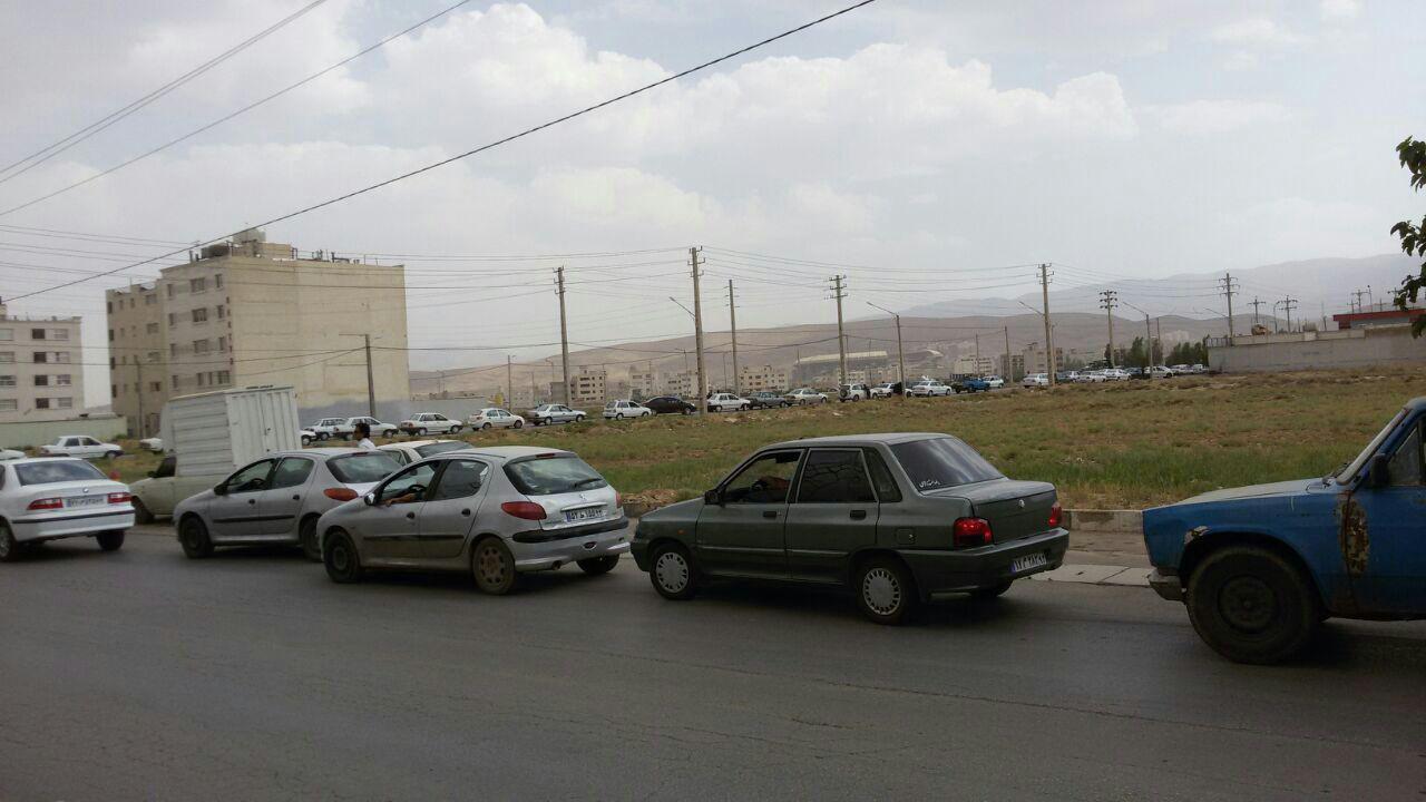 شلوغی پمپ بنزینها در شیراز