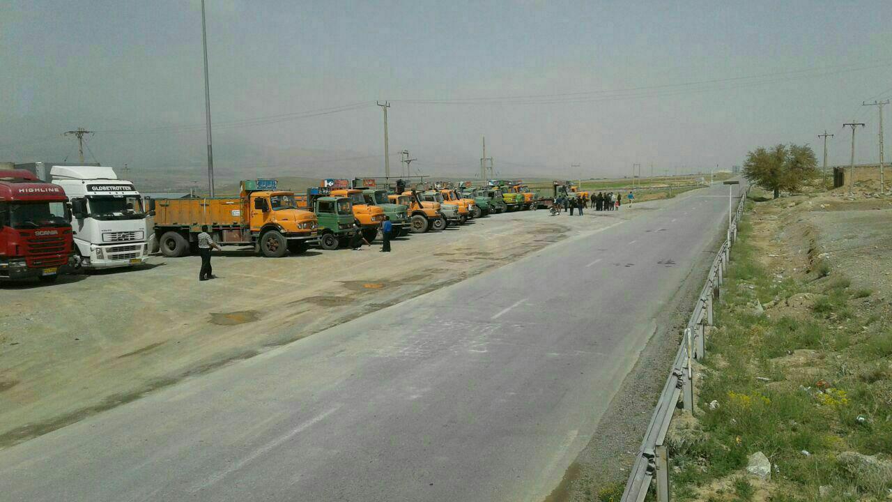 وعده وزیر راه برای پیگیری مطالبات صنفی رانندگان کامیون