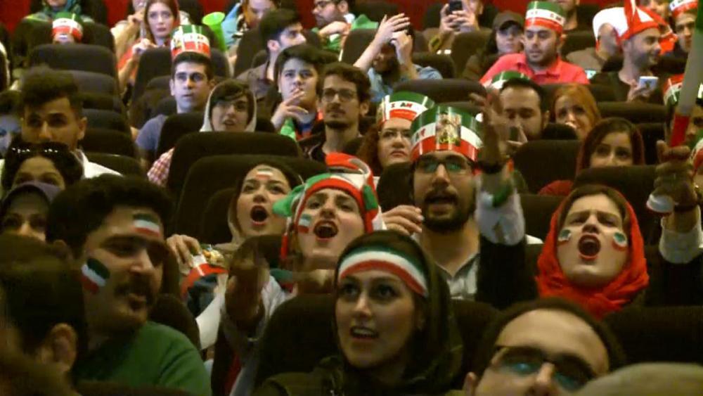 تماشای جام جهانی فوتبال؛ درهای برخی سینماهای ایران به روی زنان باز شد