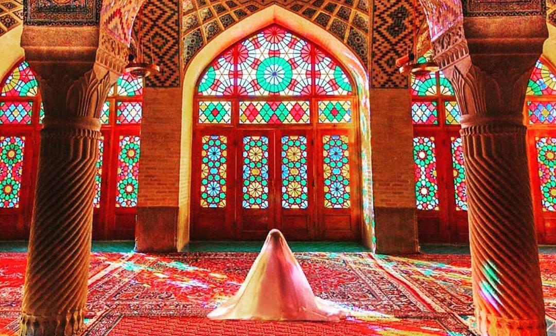 بازدید از مسجد نصیرالملک شیراز برای «مقابله با کرونا» ممنوع شد