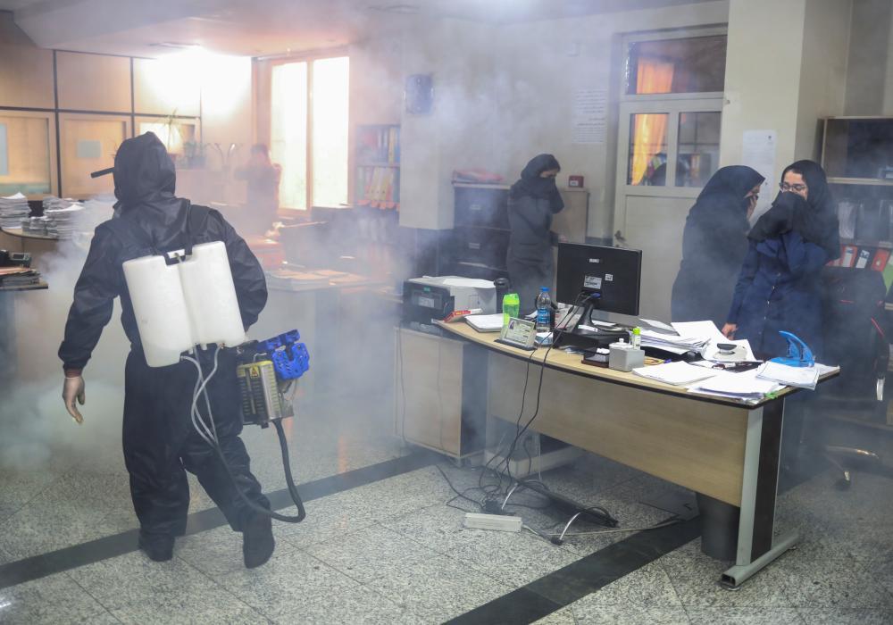 وزارت بهداشت: ۱۶۸۵ نفر از کرونا و ۲۴۴ نفر از الکل تقلبی جانباختهاند