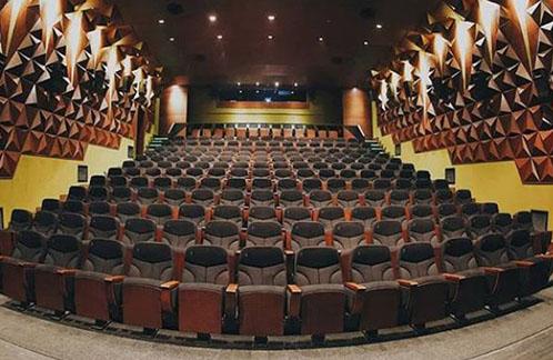 چه تئاترهایی در شیراز روی صحنه است؟